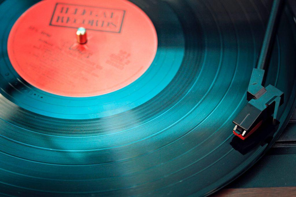 estudar ouvindo musica